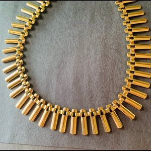 Jewelry - Gold tone necklace
